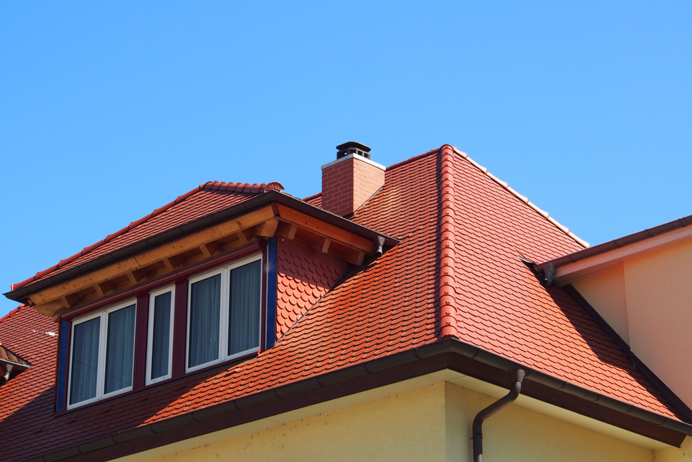 Hipped dormer window