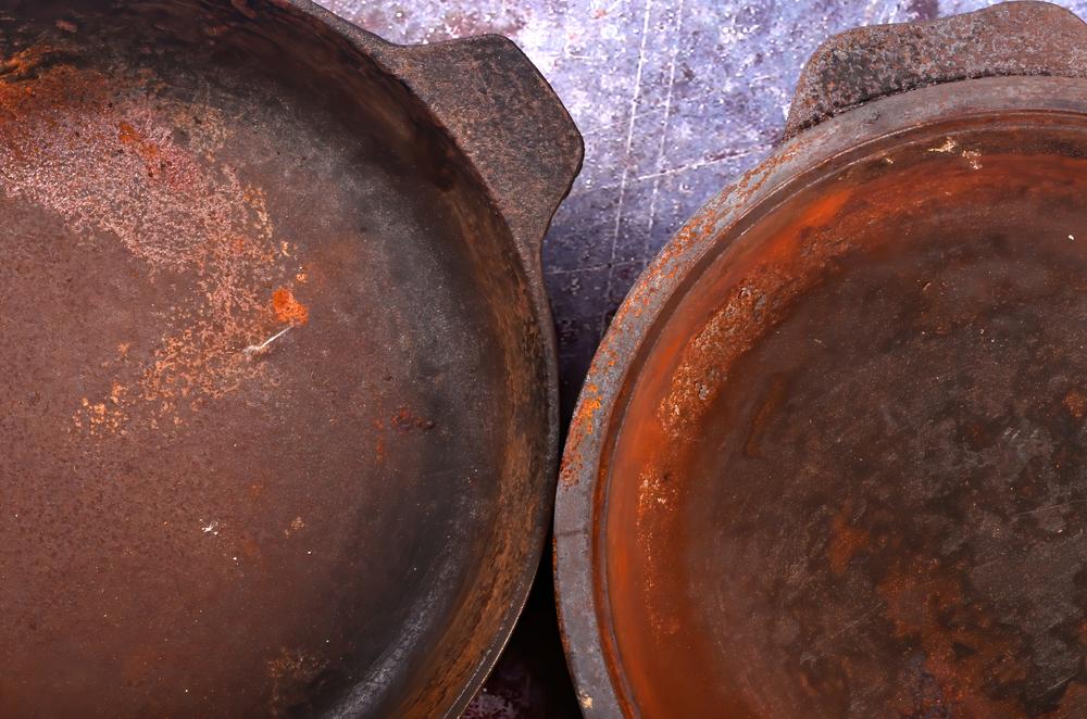 rusty cast iron skillets