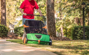 Keeping Your Lawn Clean With the Best Lawn Sweepers